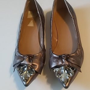 TAHARI POINTY TOE LOAFERS